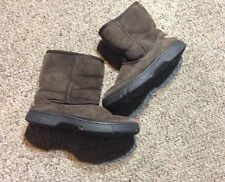UGG AUSTRALIA - ULTIMATE SHORT #1240 - CHOCOLATE BROWN ANKLE BOOT - SIZE 4