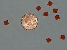 8 perles cubiques en verre de couleur miel (dimension:4x4x4mm)