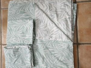 M&S kingsize 5ft duvet set. Cover & 2 pillowcases. New with defects.