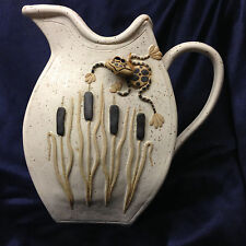 BIER POTTERY CHARLEVOIX MI WHIMSICAL FROG & CATTAILS PITCHER 56 OZ TAMI 2004