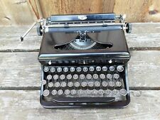 Vintage Royal Manual Typewriter.