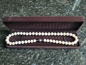 Pearl Necklace Freshwater Cultured Pearls, Beautiful New in Velvet Gift Box.