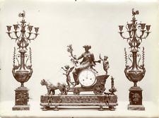 France, Paris, serie de bougeoirs et de pendule en bronze ciselés, triomphe de C