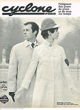 PUBLICITE ADVERTISING 075  1966  CYCLONE  vetements de pluie imperméables COMTAL