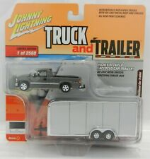 Johnny Lightning *TRUCK & TRAILER 4B* Silver 2000 Silverado w/ENCLOSED TRAILER