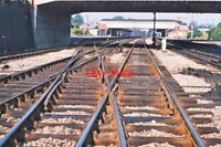 PHOTO  VIEW ALONG TRACK TOWARDS  NEWBURY  RAILWAY STATION 1975