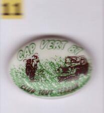 Pin's Badge en porcelaine ceramique 4x4 Club tout Terrain Jeep Cap vert 87 Moto