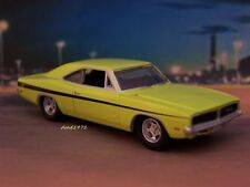 1969 69 DODGE CHARGER R/T 440 COLLECTIBLE REPLICA DIORAMA MODEL 1/64 SCALE