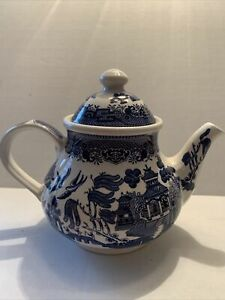 """CHURCHILL """"BLUE WILLOW""""  TEAPOT 7"""" MADE IN ENGLAND"""