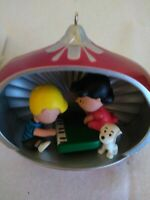 """Snoopy and """"Peanut Gang"""" Hallmark Christmas Ornament Features Sound"""