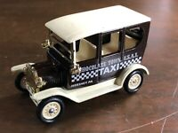 VINTAGE HARTOY HERSHEY'S Chocolate Town USA Taxi Truck Brown 1:64 Scale Diecast