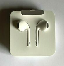 NEW & GENUINE - Apple EarPods with Lightning Connector - White (MMTN2ZM/A)