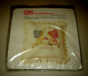 """New Sealed COLUMBIA MINERVA sweeter with friend Pillow Kit  #7980 14x14"""" CM"""