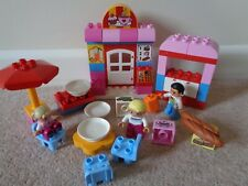 DUPLO 10587 TOWN CAFE SET WITH FIGURES