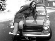 VALERIE LEON ENGLISH ACTRESS - 8X10 PUBLICITY PHOTO (CC900)