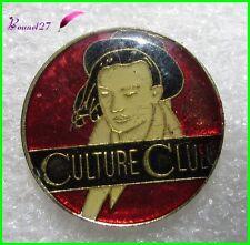 Pin's Chanson Music CULTURE CLUB  Boy George Chapeau rouge  #H5