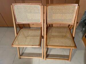 2 Infabbrica Holzklappstühle mit Geflecht