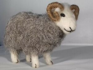 3 SHEEP NEEDLE FELT KIT Rare Breed BRITISH Wool HERDWICK/ WFW/ MANX WULYDERMY