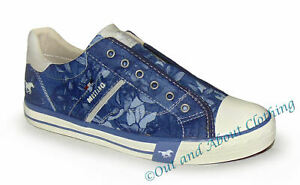 Mustang Women's Slip On Canvas Shoes - Blue / Floral Pattern