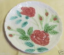 Belle petite assiette en barbotine décor de roses