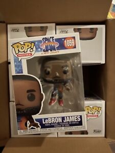 Space Jam a New Legacy Lebron James Dunking Funko Pop w/ Protective Sleeve