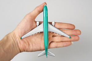 1:400 Aircraft Aerlingus Passenger A330-300 Alloy Airplane Plane Model Toy 14cm