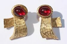 Crown Trifari Brushed Textured Gold Red Glass Clip on Earrings KUNIO MATSUMOTO