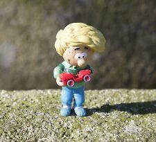 Figurine Cédric et sa petite voiture rouge (7 cm) par Plastoy China Dupuis