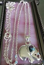 Avon fashion necklace/pendant
