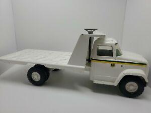 John Deere Implement  Flatbed Truck Tractor Hauler 1/16