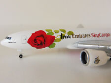 From Emirates Sky cargo con Love Boeing 777F 1/500 Herpa 531009 777 777-200