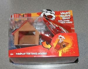 Rob Dyrdek's Wild Grinders Meaty Skate Spot Dog House Launch Ramp