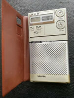VTG Panasonic RF-016 Slim AM/FM Alarm Clock Portable Pocket Radio w/Case
