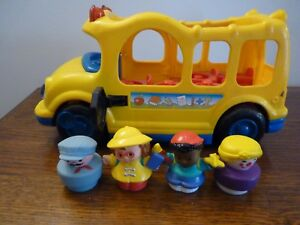 FISHER PRICE LITTLE PEOPLE BUS SCOLAIRE SONORE LUMINEUX +4 PERSONNAGES