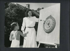 ROSALIND RUSSELL WITH HER SON - CANDID VINTAGE PHOTO FROM CIRCA MID-1940s- DARTS