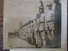photographie troupes chinoises en revue avec armes américaines