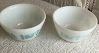 Two Pyrex Amish Butterprint Turquoise White 401 1 1/2 PT Mixing Bowl