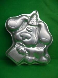 Wilton 1999 Blues Clues Puppy Character Aluminum Birthday Cake Pan 2105-3060