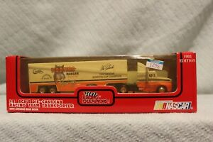 NASCAR Hooters Racing Team Transporter Semi 1:87 Die Cast Cab Racing Champions