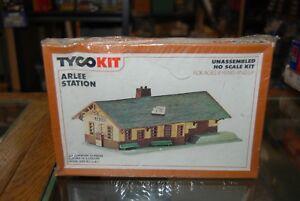 Lot 10-209 * HO Scale Tyco kit No. 7761 * Arlee Station - Sealed