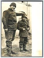 Le plus grand soldat et le plus petit soldat  Vintage  Tirage argentique