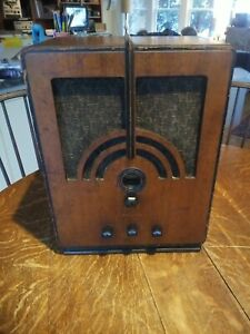 Vintage Philco Model 60 Tombstone Radio Looks Great Working! Similar to Model 66