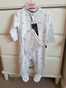 BNWT Ted Baker Baby Boy Sleepsuit And Bib Set Age 0-3mths