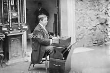 Kpi-29 Harmonium Player, St Ann's Well Cafe, Malvern, Worcestershire. Photo
