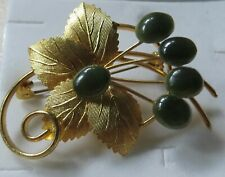 4 pieces, Jade/Nephrite/goldtone ladies brooches/ grapes/ maple leaf/1 branded