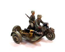 (M153) Motorrad mit Sozius und SMG, mit Uhrwerk, Elastolin