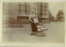 PHOTO ANCIENNE - VINTAGE SNAPSHOT - ENFANT POUSSETTE NURSE MODE DRÔLE - CHILD