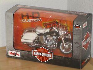 Maisto 1:18 Scale Harley Davidson Black and White Motor Cycle With Saddlebags