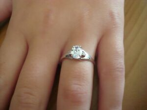 ELEGANT STYLISH 70PT SOLITAIRE + ACCENTS 9CT WHITE GOLD RING SIZE  N   -STUNNING