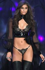 """Taylor Hill in a 11"""" x 17"""" Glossy Photo Poster 1541"""
